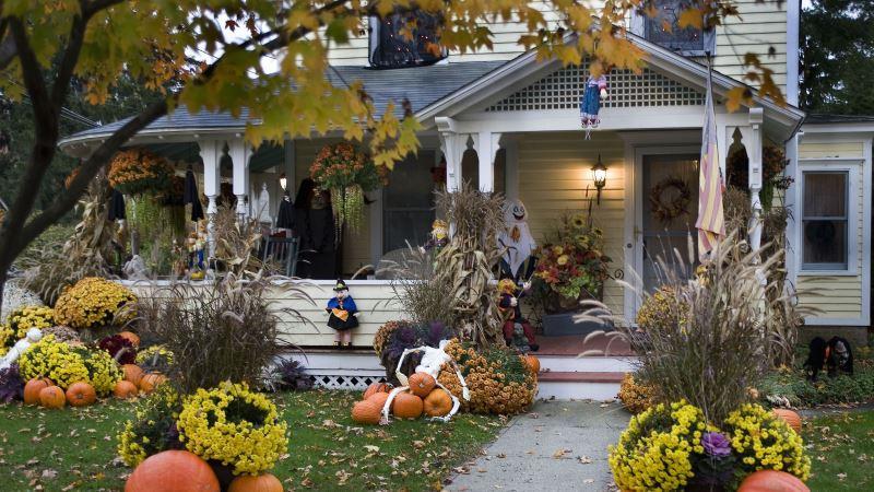 Horrible Halloween Front Door Decoration Ideas